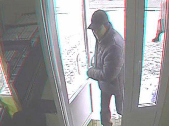 В Сумах разыскивают преступников, ограбивших ювелирный магазин (ФОТО+ВИДЕО) (фото) - фото 1