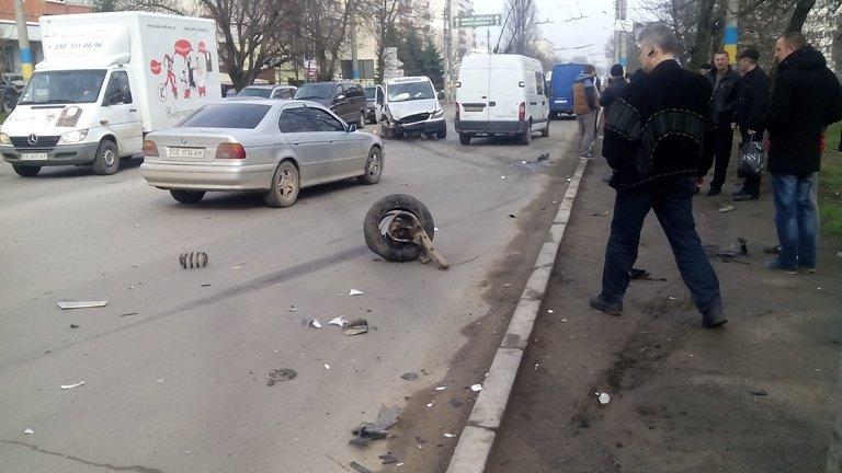 У Чернівцях сьогодні зіткнулися дві маршрутки (фото) - фото 1