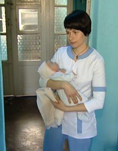О новорожденной в Димитрове малышке, оставшейся без мамы, узнала Украина: волонтеры собирают деньги (ВИДЕО) (фото) - фото 1