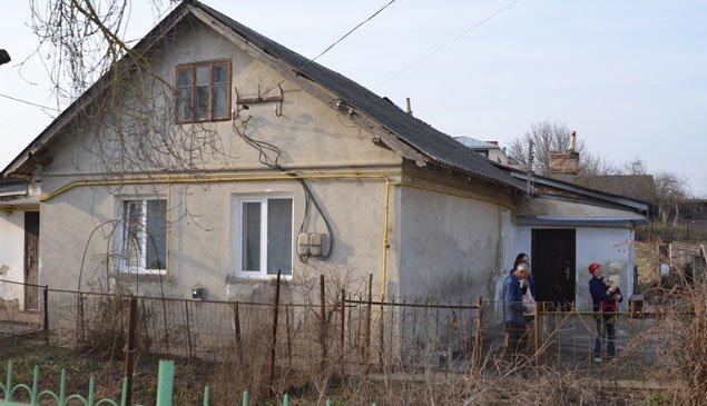 Як родина біженців зі сходу обживається у  Тернополі? (фото) - фото 1