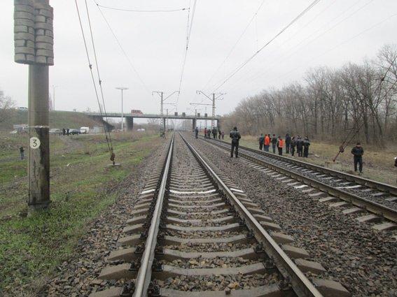 В Днепропетровской области на железной дороге обнаружено взрывное устройство (фото) - фото 1