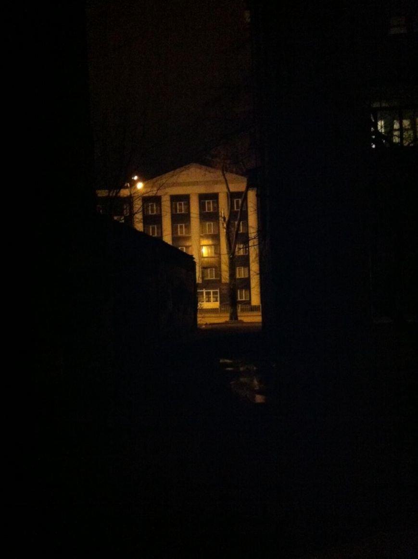 Под прокуратурой Мариуполя появилось опасное и темное место (ФОТО), фото-1