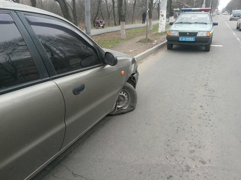 В Мариуполе внедорожник столкнулся с легковушкой (ФОТО), фото-1
