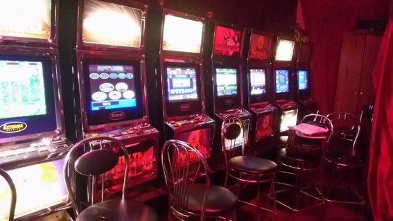 Милиция накрыла подпольное казино на рынке на Павловом поле (ФОТО) (фото) - фото 1
