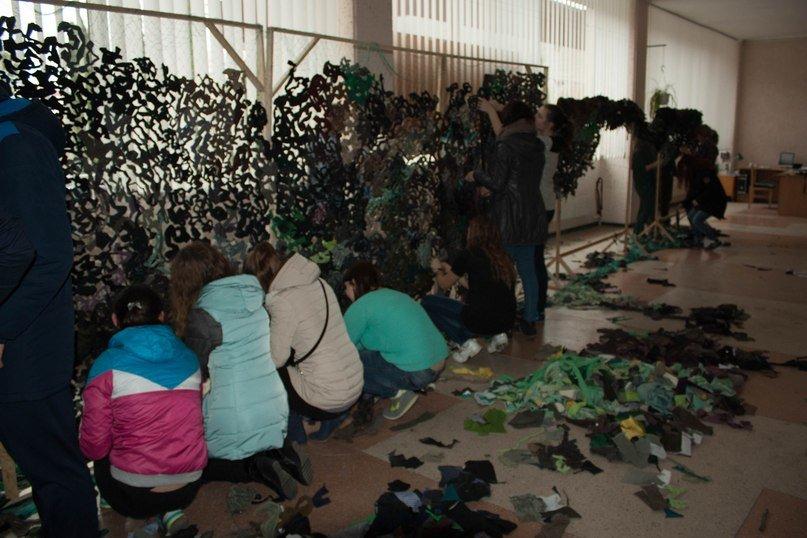 У Тернопільському педуніверситеті плетуть маскувальні сітки для бійців АТО (фото) - фото 2