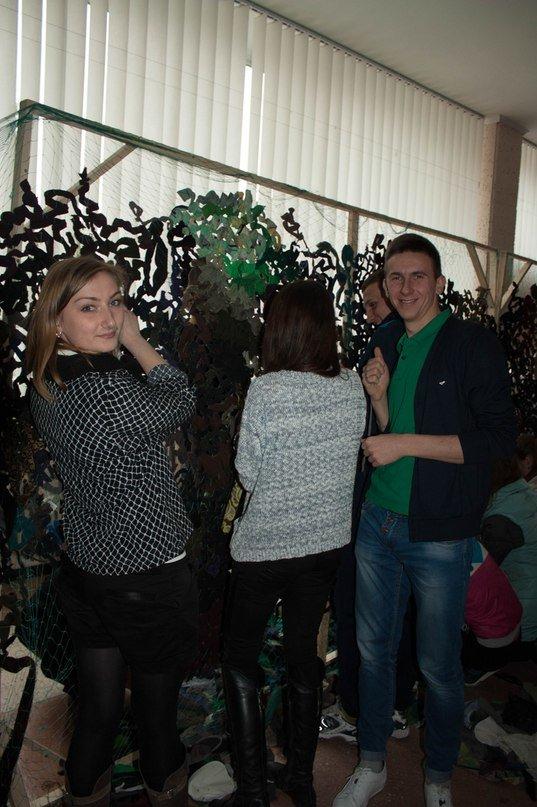 У Тернопільському педуніверситеті плетуть маскувальні сітки для бійців АТО (фото) - фото 1