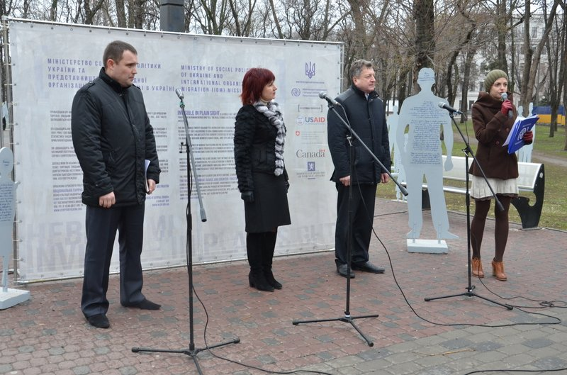 В Днепропетровске открылась арт-инсталляция «Невидимые» (ФОТОРЕПОРТАЖ) (фото) - фото 2