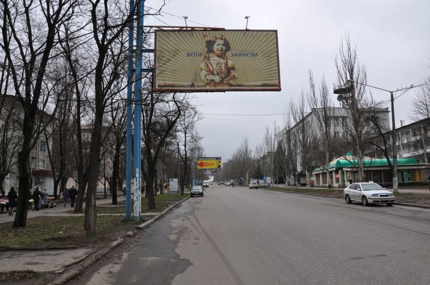 В Краматорске на билборд вернулась девочка - без колючки, выжженной земли и с просьбой, фото-1