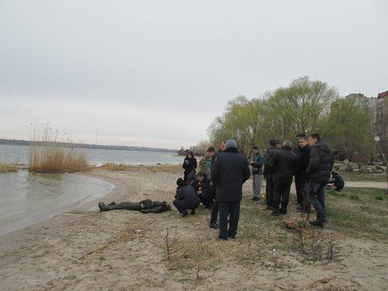 В Николаеве на берегу реки нашли труп мужчины, одетого в военную форму (ФОТО) (фото) - фото 3