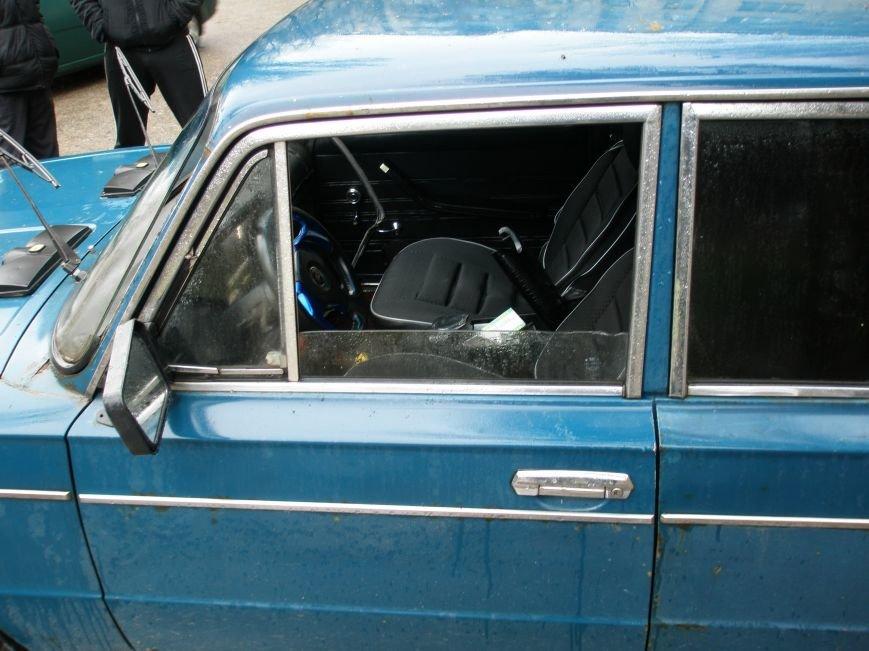В Запорожье за вечер автоворы вскрыли сразу несколько авто (ФОТО) (фото) - фото 1