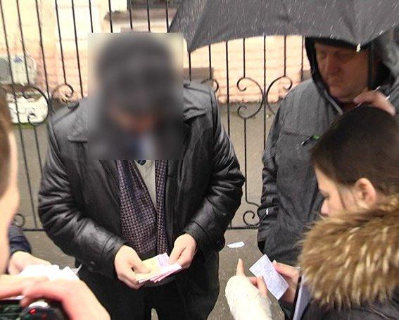 Как милиция задерживала мэра Люботина во время получения взятки (ФОТО+ВИДЕО (фото) - фото 1
