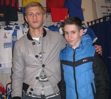 Днепродзержинцы встретились с игроком «Днепра» на автограф-сессии (фото) - фото 2