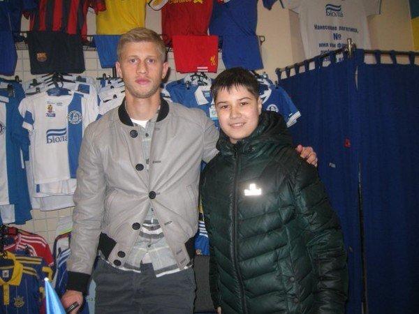 Днепродзержинцы встретились с игроком «Днепра» на автограф-сессии (фото) - фото 1