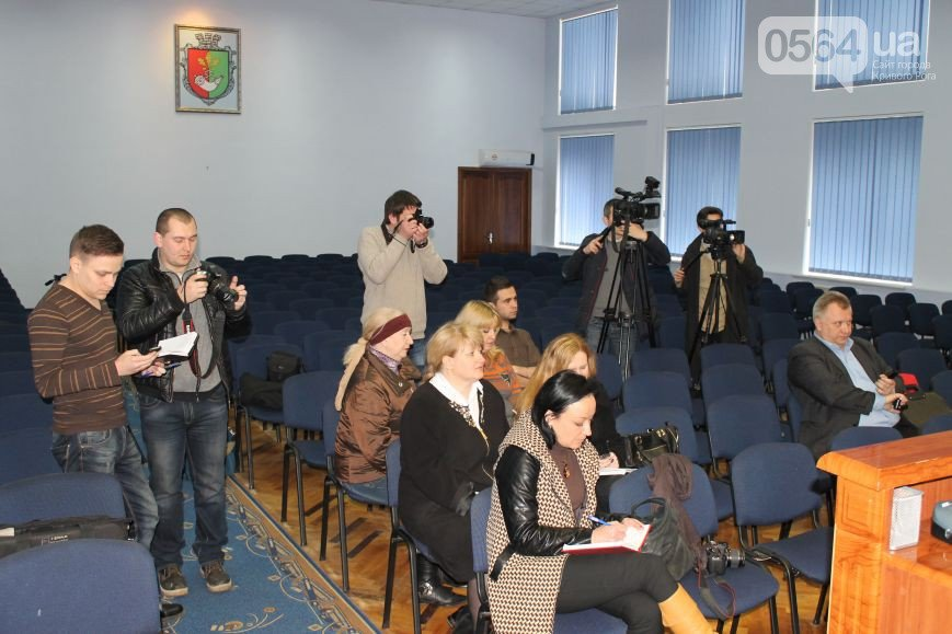 В Кривом Роге: активисты выявили игровой автомат, милиция пообещала защищать журналистов, а  «Правый сектор» проверит бомбоубежища (фото) - фото 3