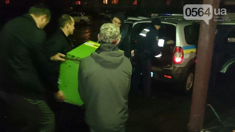В Кривом Роге: активисты выявили игровой автомат, милиция пообещала защищать журналистов, а  «Правый сектор» проверит бомбоубежища (фото) - фото 1