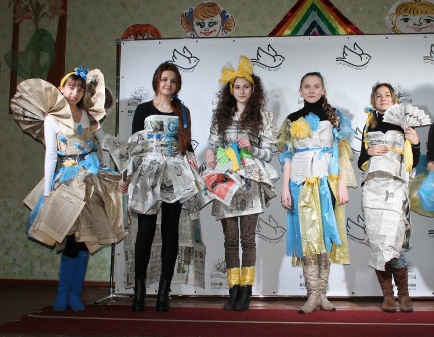 Артемовских школьников учили конструировать одежду из подручных материалов, ходить по «красной дорожке» и позировать фотографам, фото-14