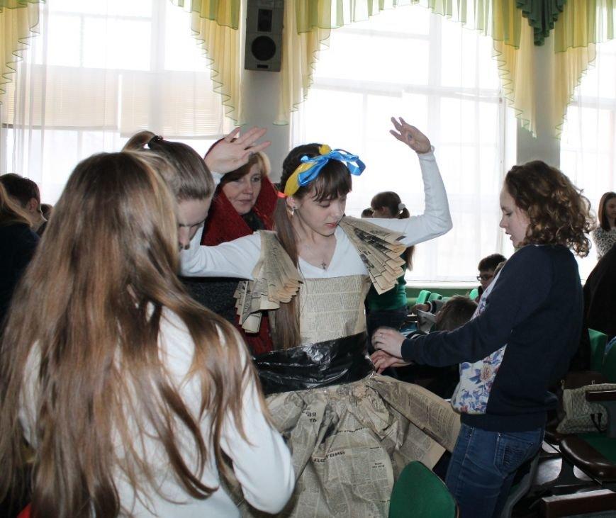 Артемовских школьников учили конструировать одежду из подручных материалов, ходить по «красной дорожке» и позировать фотографам, фото-8