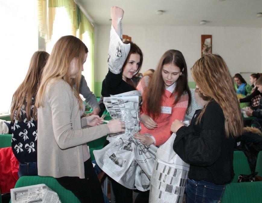 Артемовских школьников учили конструировать одежду из подручных материалов, ходить по «красной дорожке» и позировать фотографам, фото-10