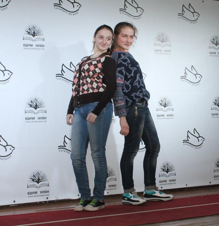 Артемовских школьников учили конструировать одежду из подручных материалов, ходить по «красной дорожке» и позировать фотографам, фото-4