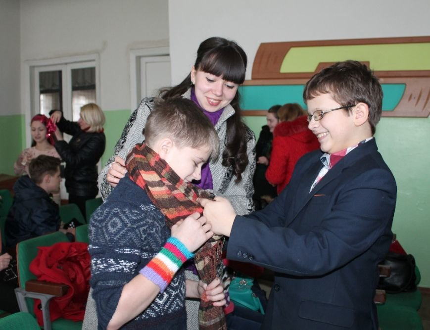 Артемовских школьников учили конструировать одежду из подручных материалов, ходить по «красной дорожке» и позировать фотографам, фото-6