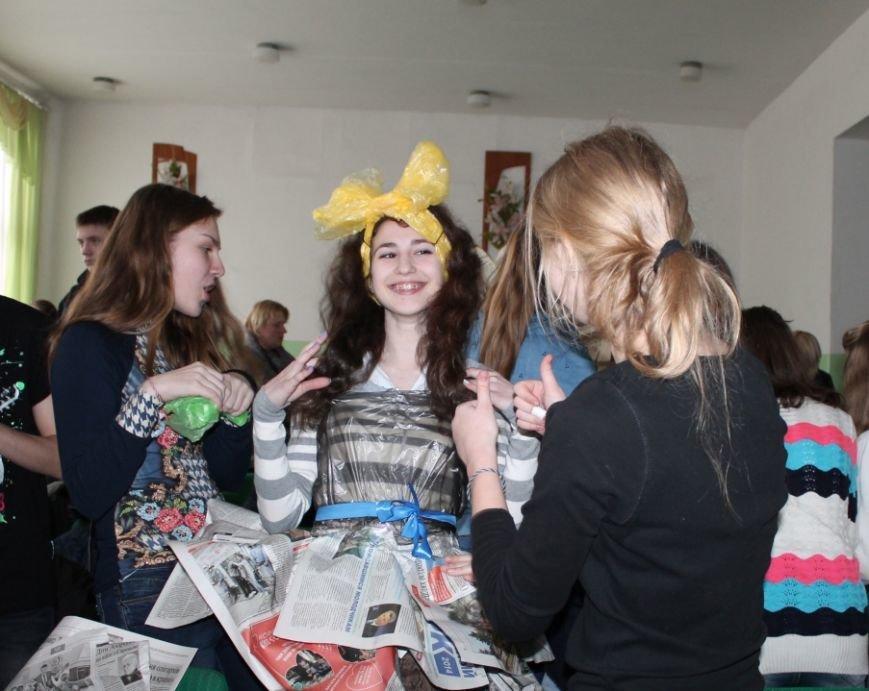 Артемовских школьников учили конструировать одежду из подручных материалов, ходить по «красной дорожке» и позировать фотографам, фото-9