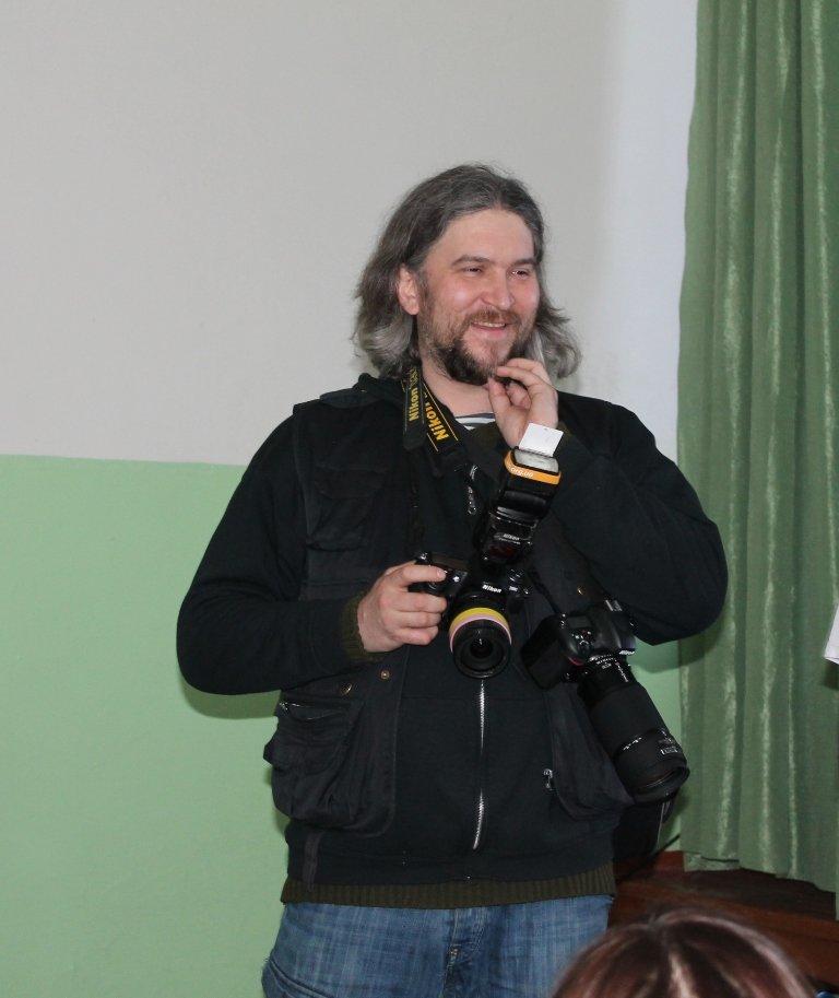 Артемовских школьников учили конструировать одежду из подручных материалов, ходить по «красной дорожке» и позировать фотографам, фото-2