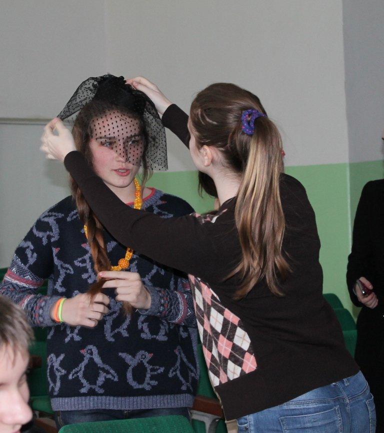 Артемовских школьников учили конструировать одежду из подручных материалов, ходить по «красной дорожке» и позировать фотографам, фото-7