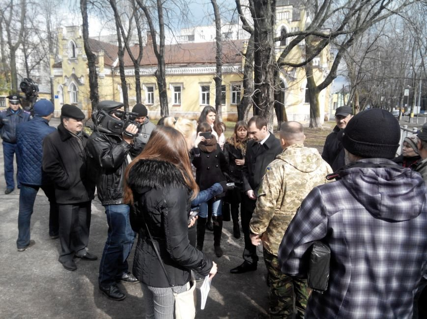 В Сумах пикетировали облздрав, требуя отставки главврача Конотопской ЦРЛ (ФОТО) (фото) - фото 1