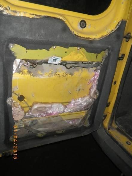 Херсонские пограничники оставили крымчан без обуви (фото) - фото 1