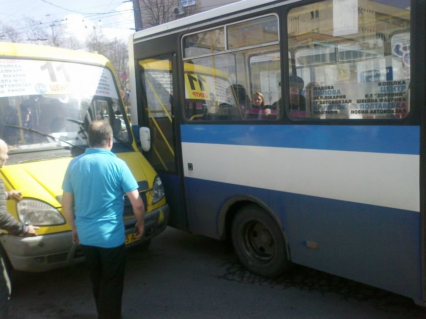 В Кировограде произошло небольшое ДТП с участием маршруток. ФОТО (фото) - фото 1