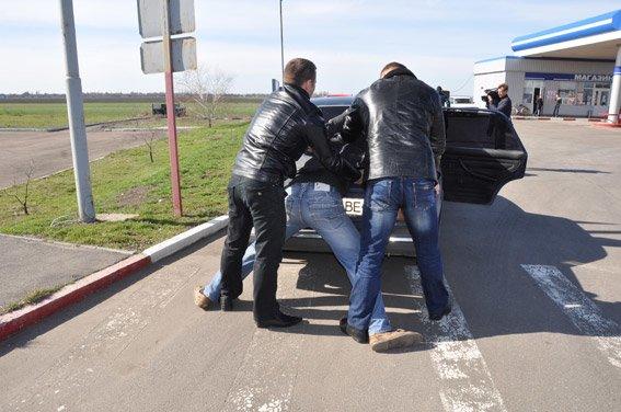 В Николаеве задержали банду со взрывчаткой прямо на трассе (ФОТО, ВИДЕО) (фото) - фото 4