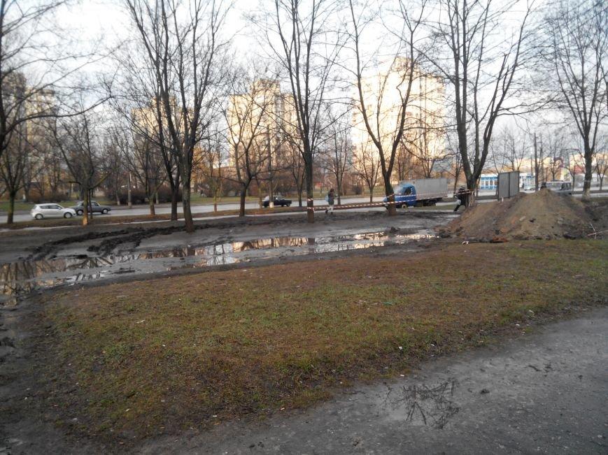 В Сумах на Харьковской из-за вырытой траншеи перекрыли пешеходную дорожку (ФОТО) (фото) - фото 1