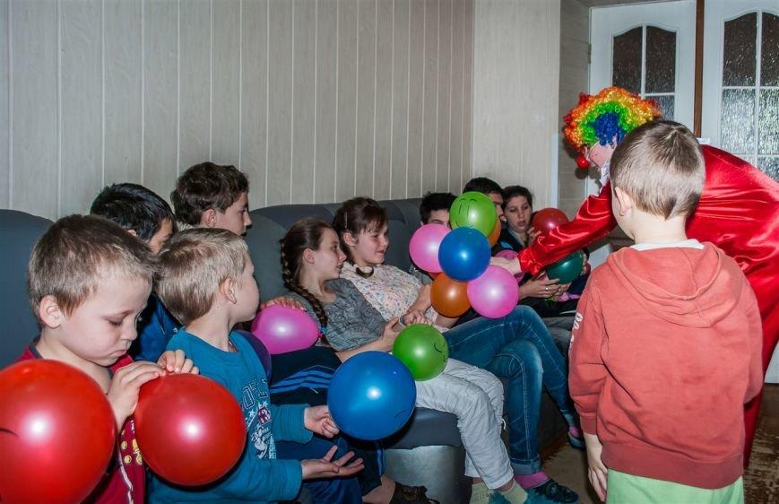 Свято сміху для полтавської малечі, що лікується від туберкульозу (фото) - фото 1