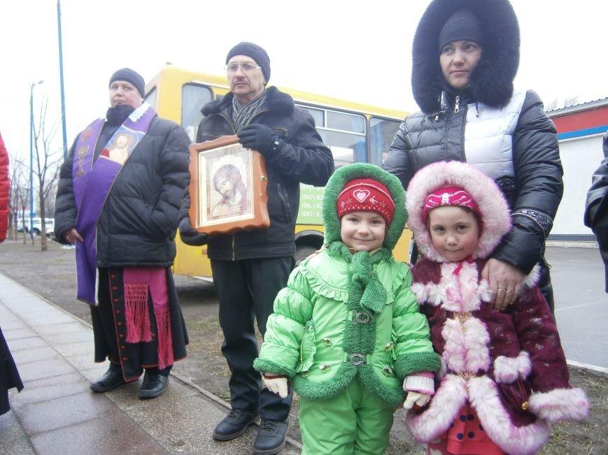 В Димитрове прошла молитвенная Крестная дорога за мир и покаяние (ФОТО) (фото) - фото 10