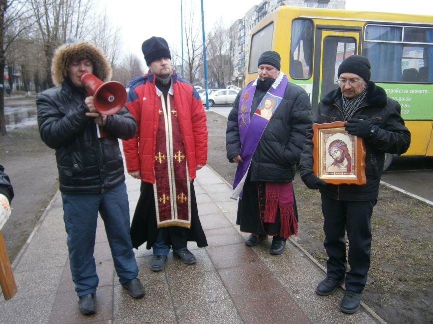 В Димитрове прошла молитвенная Крестная дорога за мир и покаяние (ФОТО) (фото) - фото 9