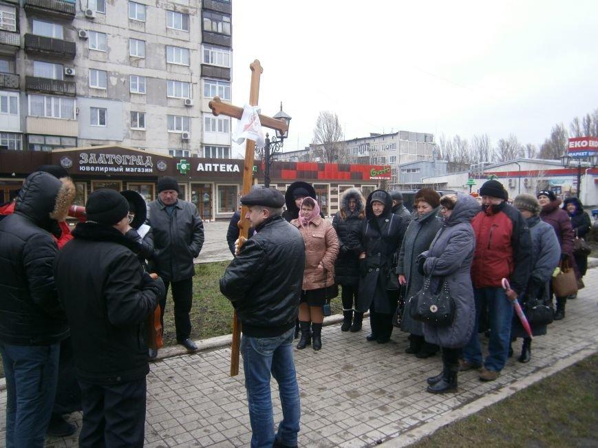 В Димитрове прошла молитвенная Крестная дорога за мир и покаяние (ФОТО) (фото) - фото 11
