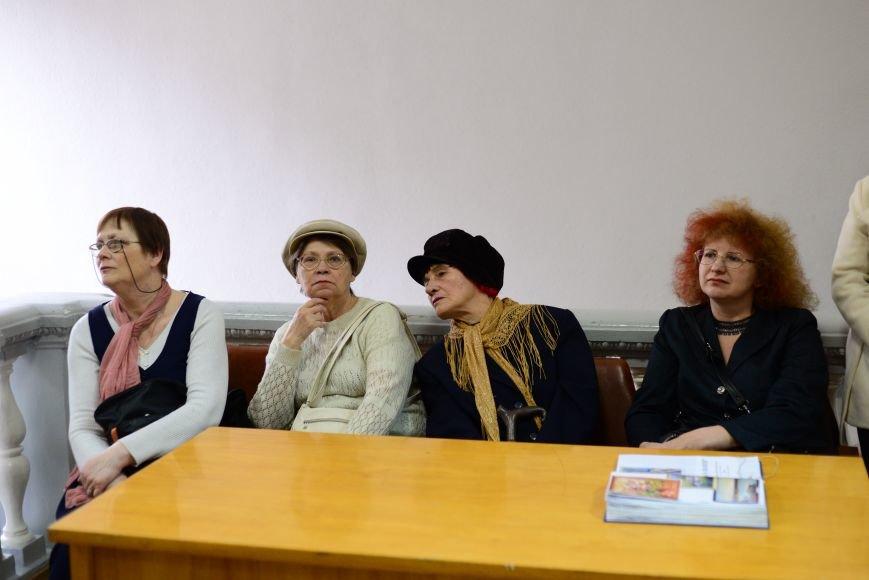 В Запорожье открылась художественная выставка «Время на полотне» (ФОТОРЕПОРТАЖ), фото-1