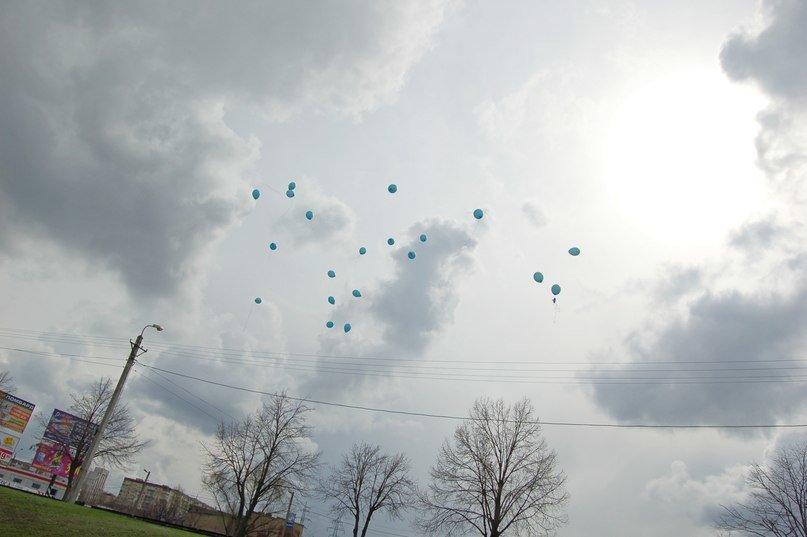 В Кривом Роге провели Международный день распространения информации об аутизме «голубой» акцией (ФОТО) (фото) - фото 1