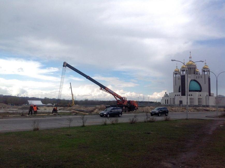 Вокруг скандальной застройки на Никольско-Слободской демонтировали забор (ФОТОФАКТ) (фото) - фото 1
