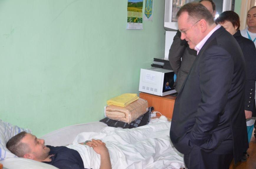 Губернатор Днепропетровщины пообщался с раненым бойцом из Днепродзержинска, фото-1