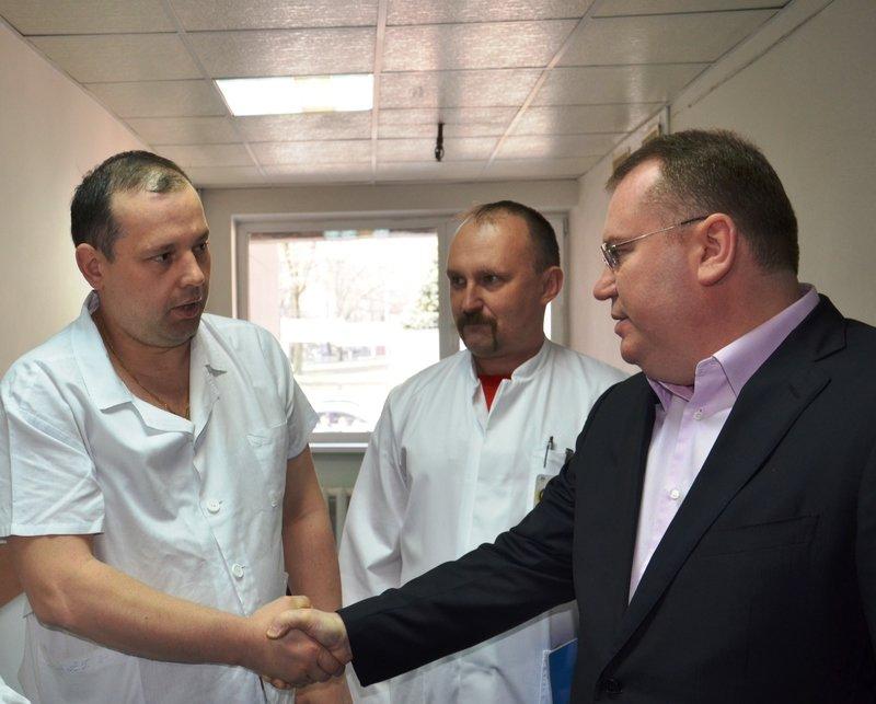 Новый губернатор области посетил раненых бойцов (фото) - фото 1