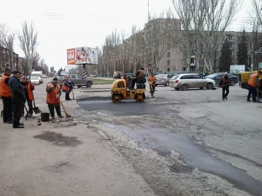 Три месяца и внимание СМИ необходимо, чтобы в центре Кривого Рога залатали дорогу (ФОТО) (фото) - фото 1