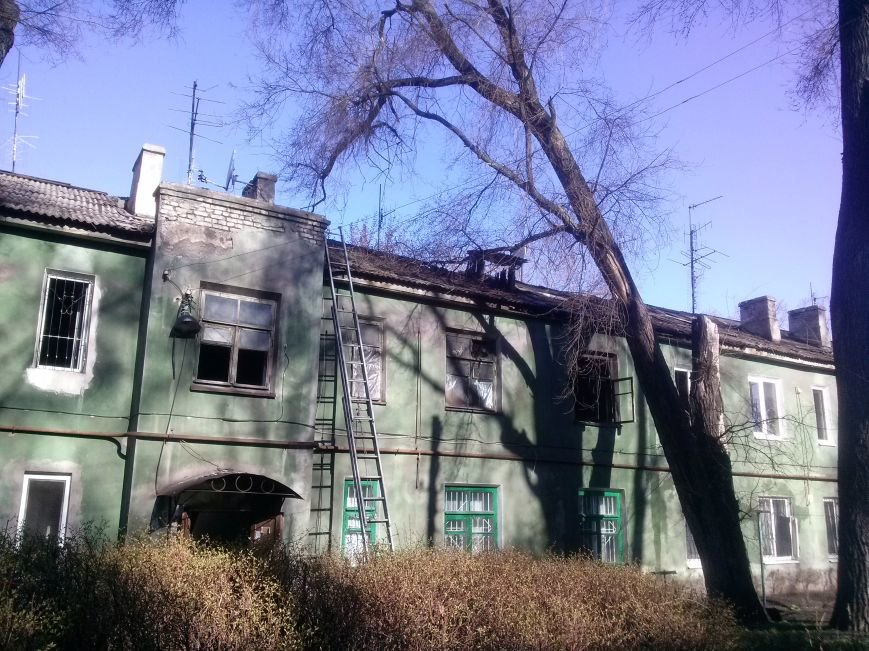 В Днепродзержинске из-за пожара эвакуировали жильцов дома (фото) - фото 1