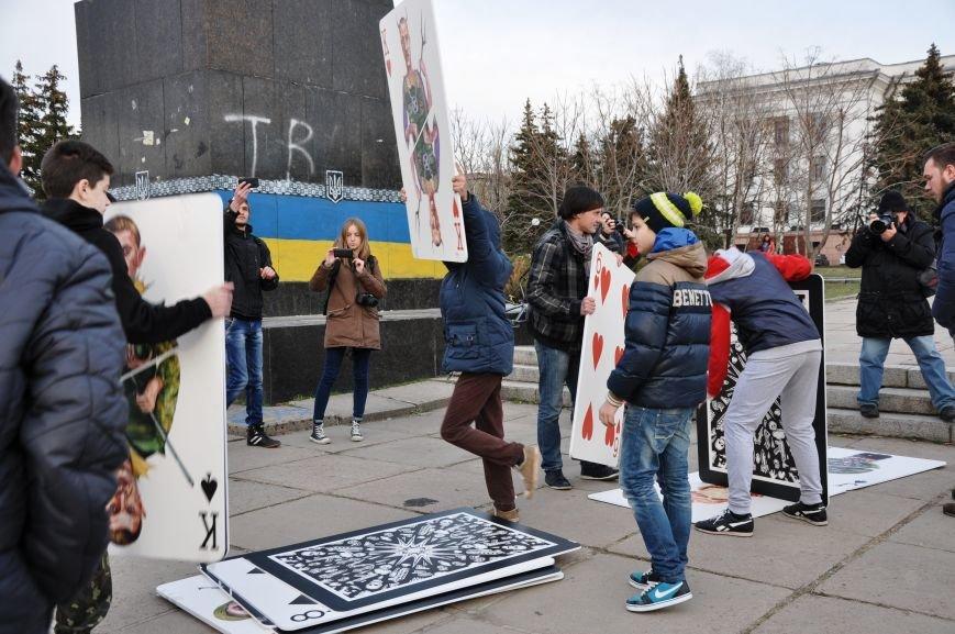 На главной площади Краматорска разрушили карточный домик из террористов (ВИДЕО), фото-6
