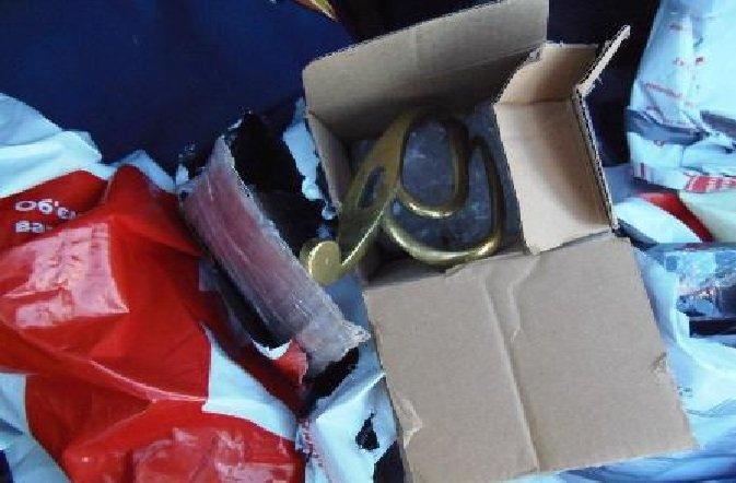 Пограничники обнаружили в багажном отделении  автомобиля старинные предметы (фото) - фото 2