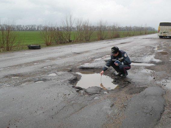 ГАИшники шокированы качеством николаевских дорог (ФОТО+ВИДЕО) (фото) - фото 1