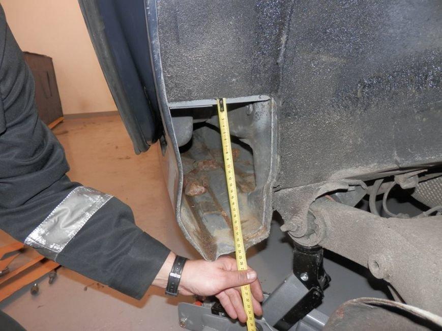 Львівські прикордонники затримали контрабандиста, який намагався вивезти з України бурштин (ФОТОРЕПОРТАЖ), фото-6