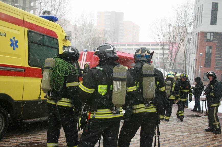 В Коммунарке прошли пожарно- тактические учения МЧС ТиНАО по спасению людей при пожаре в высотных жилых домах (ФОТО), фото-1