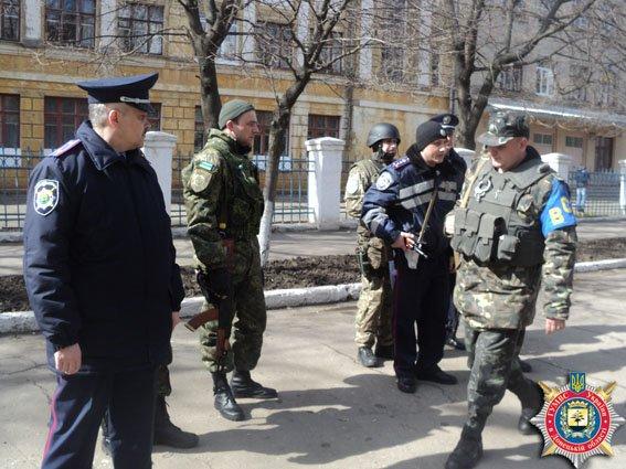 В Мариуполе появились патрули для проверки военнослужащих (ФОТО) (фото) - фото 1