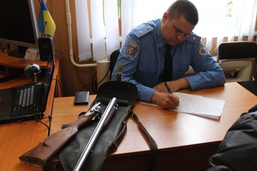 В Кривом Роге: активисты разрабатывают тариф на проезд в маршрутках, жители города сдают оружие, а волонтеры спасли животное (фото) - фото 2